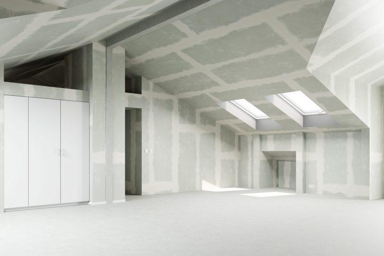 Gespachtelter Trockenbau im Dachgeschoss eines Hauses als Renoveriung, Neubau und Hausbau Konzept
